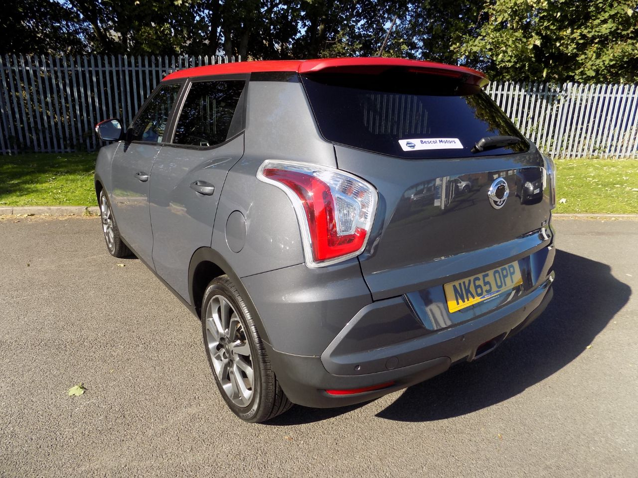 SsangYong Tivoli 1.6 ELX 5dr Hatchback Petrol Techno Grey With Red Roof